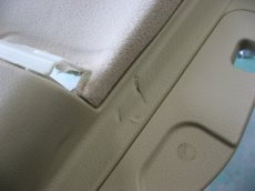 画像2: ■施工例■ ゼロクラウン シートベルトバックルによるドア内張り傷修理 (2)